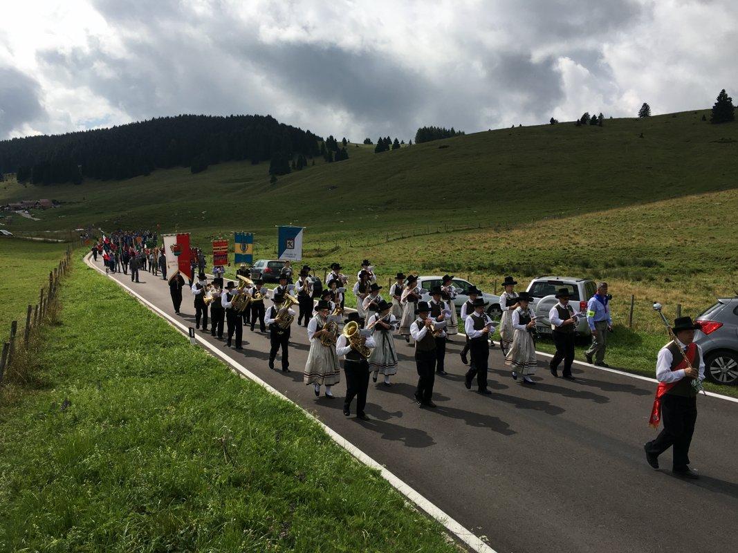 Corpo Bandistico di Caldonazzo (Trentino) in sfilata