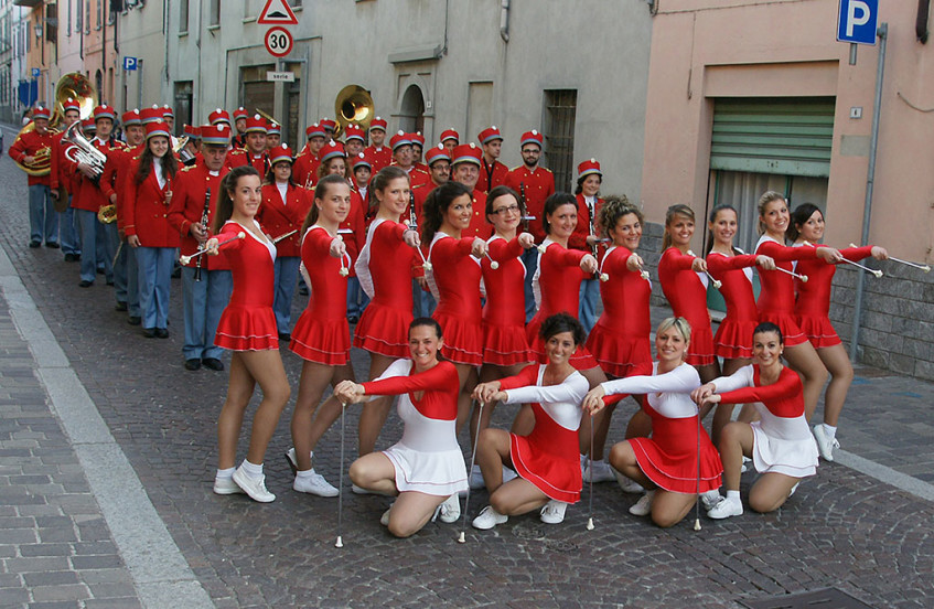 Corpo bandistico Pontolliese e majorettes di Ponte dell'Olio (Italia)
